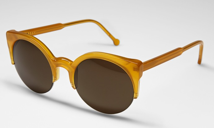 Super releases 14 shades and frames for a cold, sunny winter: Lucia in caramel