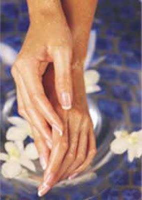belleza estetica de la mujer actual,tratamiento de manos,Manos bien tratadas,Belleza en las manos,Manos suaves,Manos de seda,Manos delicadas,Suavidad en las manos,Manos bien tratadas,Cuidados de las manos,Especial manos