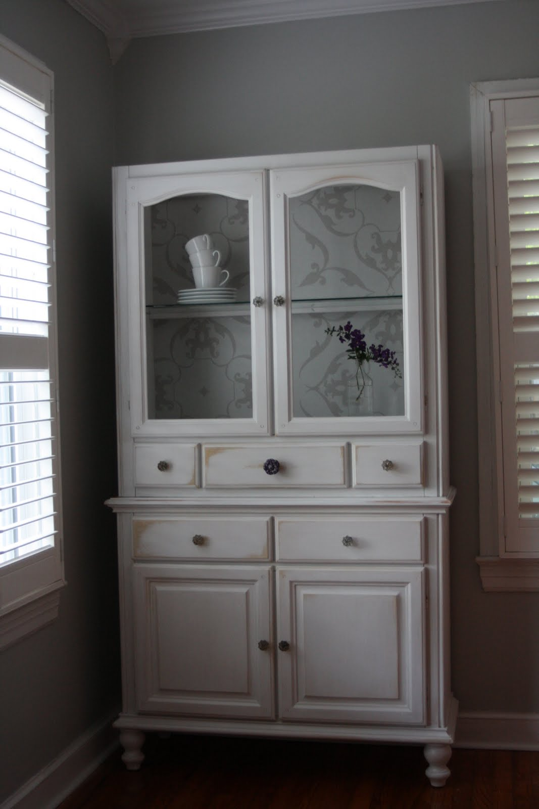 Sweet simple dining room hutch idea dwell for Dining room hutch