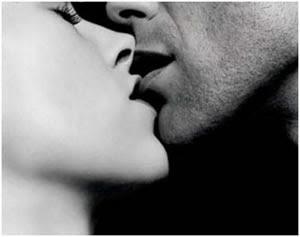 Como beijar uma mulher