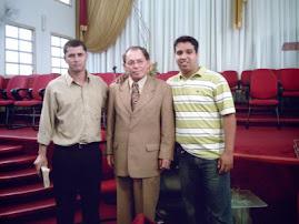 Da direta para esquerda: Conferencista Marcelo melo, Pr. Cesino Bernadino(Presidende GMUH),Ir.André