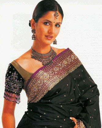 bollywood hot wallpapers. Hot Bollywood Actress In Saree