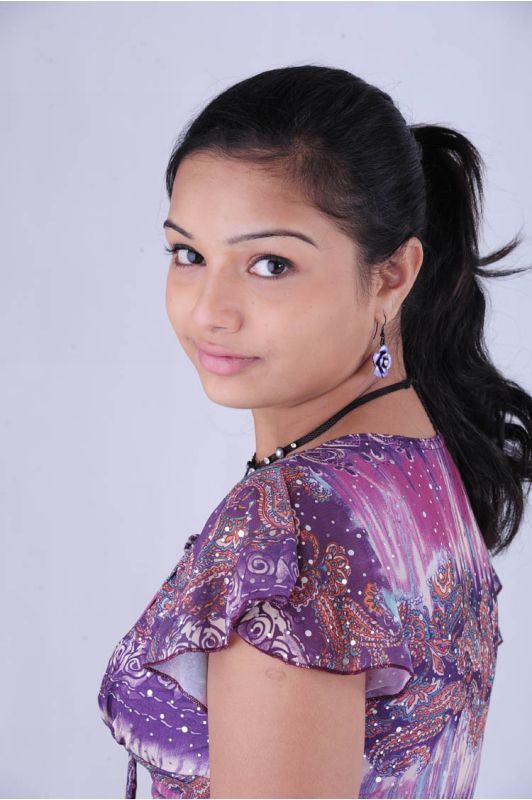 telugu actress hot. Hot And Sexy Actress Yaamini