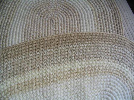 Puerta al sur alfombras ovaladas tejidas a crochet for Alfombras cuadradas