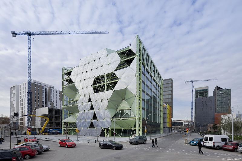 ecococos: edificio media-tic.barcelona, españa. enric ruiz-geli y cloud9