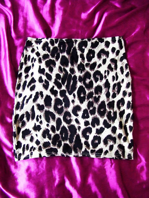 Chapter 7: The H&M leopard print skirt