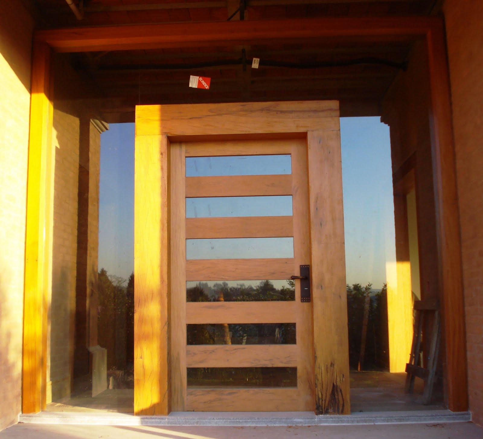 #C8AA03  Boff arte em madeira: Portas janelas batentes e piso rústico 500 Janelas E Portas De Madeira Em Goiania