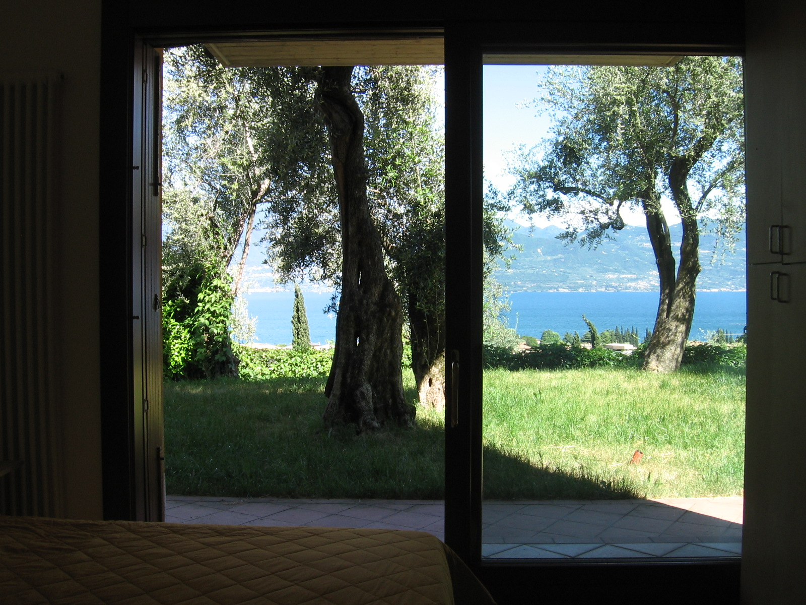 A casa di letizia la camera con vista sul lago for Casa sul lago a 2 piani