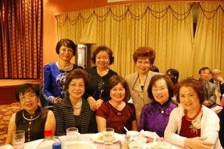 Kim Vy và những chị thân hữu quen biết từ 20 năm qua tham dự Lễ Giỗ cố Thiếu Tướng Nguyễn Khoa Nam