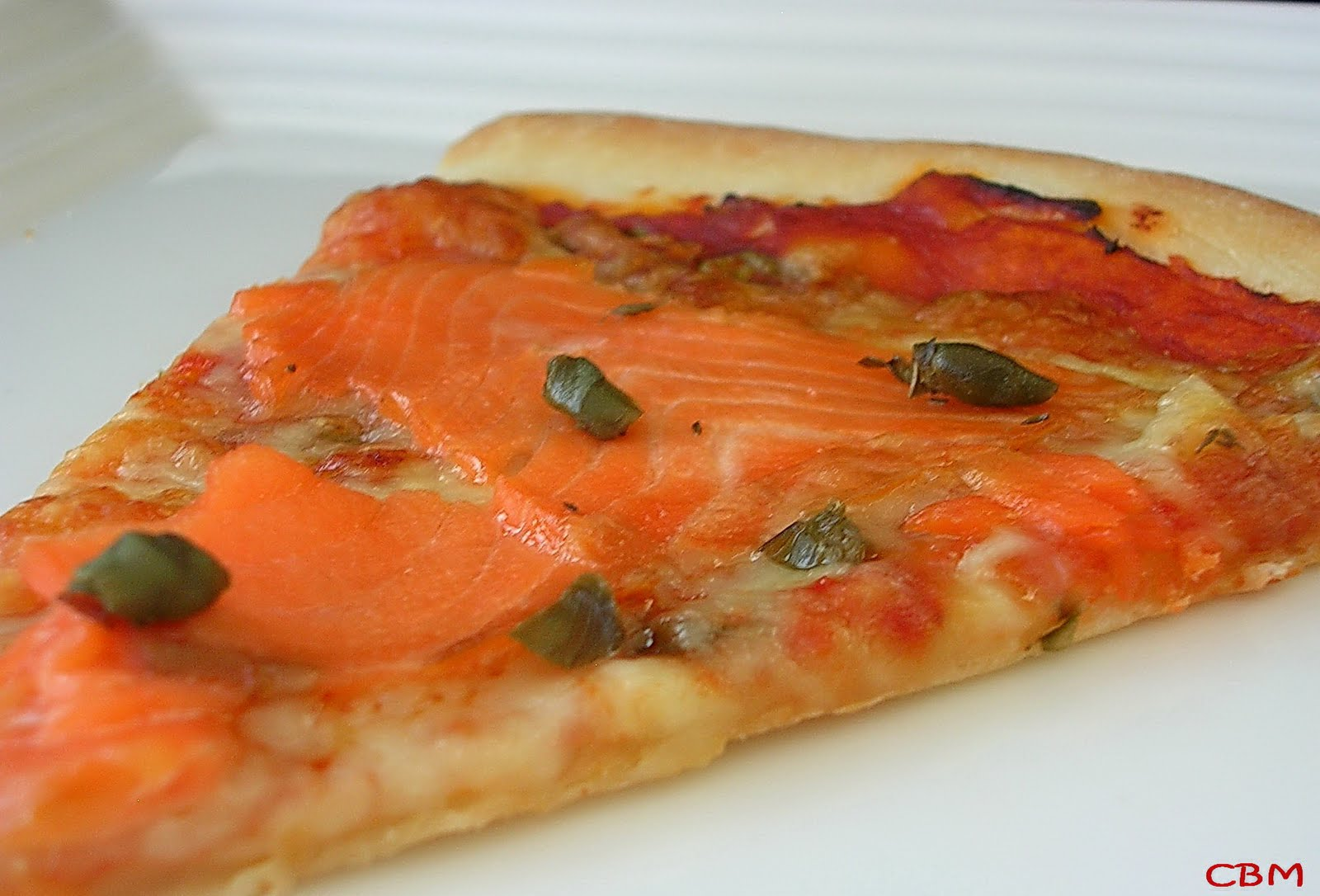 dans la cuisine de blanc manger pizza au saumon fum. Black Bedroom Furniture Sets. Home Design Ideas