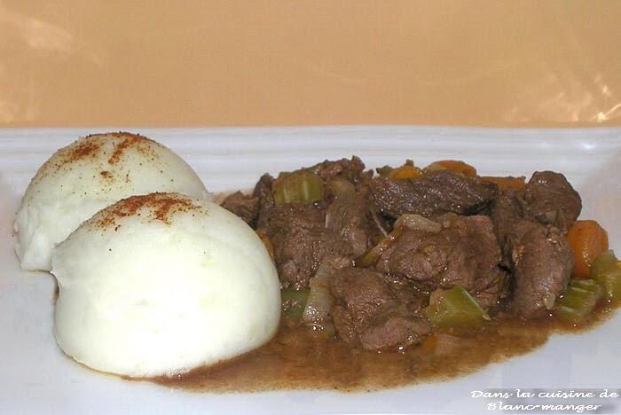 Dans la cuisine de blanc manger boeuf bourguignon - Consomme de boeuf maison ...