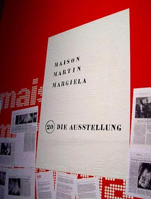 Plakat zur Ausstellung Martin Margiela in München