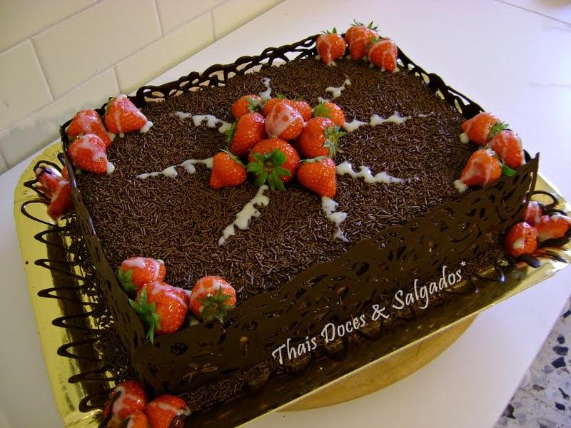 Confeitaria Artistica Bolo Chocolate com Morango -> Decoração Para Bolo Com Morango