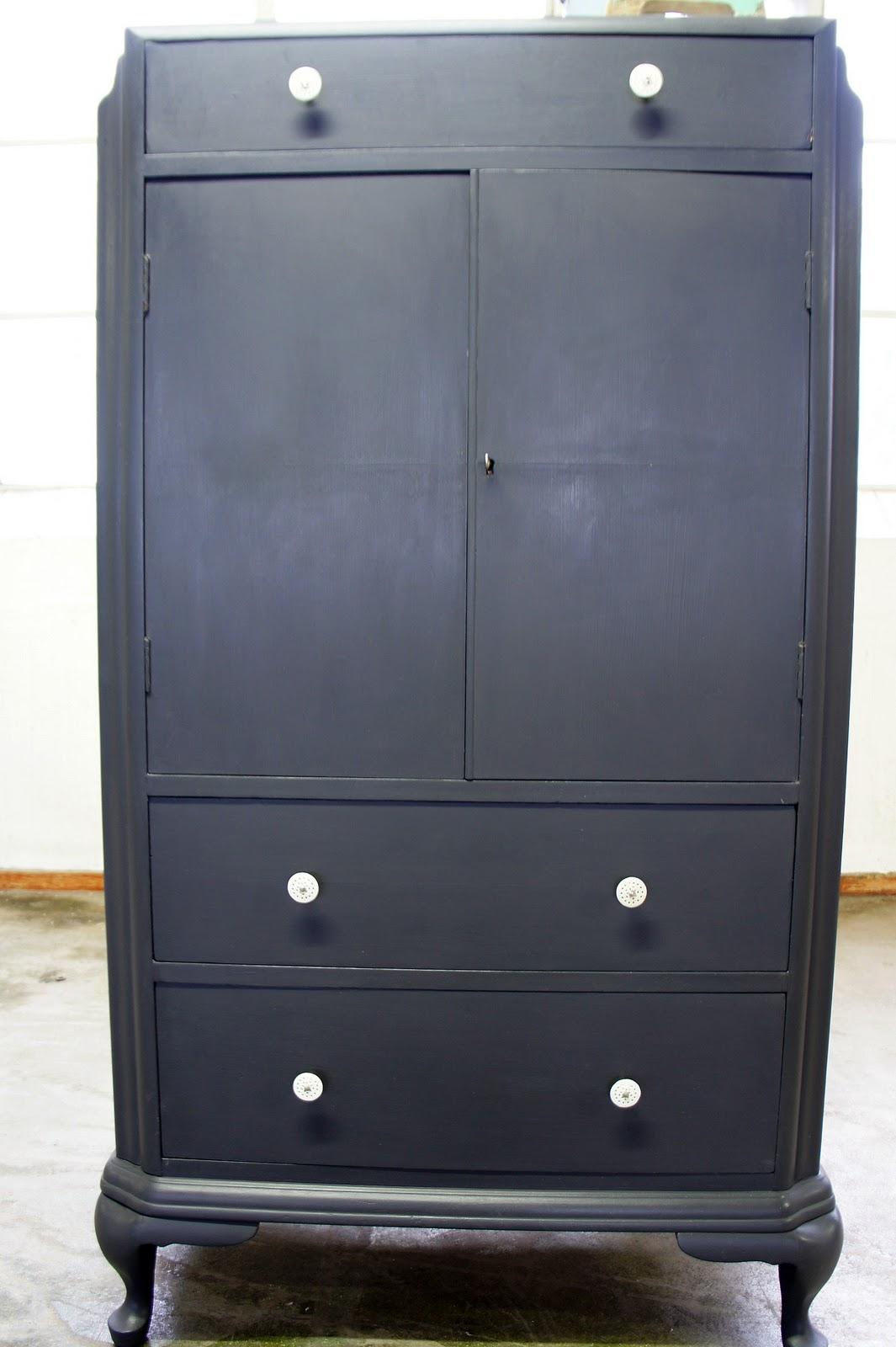 Goed in stijl zwarte kast dutch english - Antieke stijl badkamer kast ...