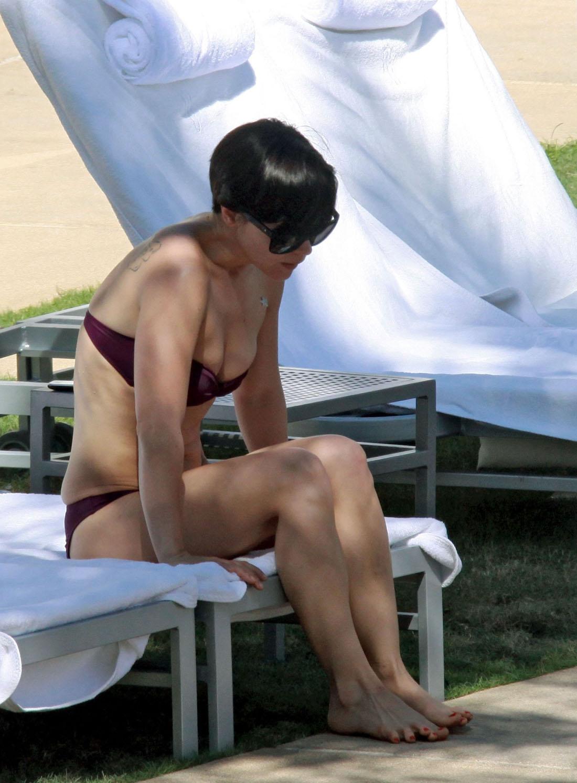 http://2.bp.blogspot.com/_ckm3Hmxm0NY/TMO_yzeEChI/AAAAAAAAEog/rB7B-50b7AM/s1600/Christina-Ricci-Feet-221978.jpg