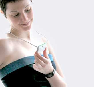 Bahaya! Jangan Gantung Ponsel Dekat Payudara - www.jurukunci.net
