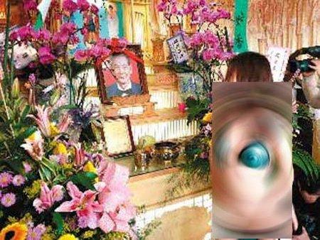 funeralstrippers 10 Ritual Pemakaman Unik dan Aneh di Dunia