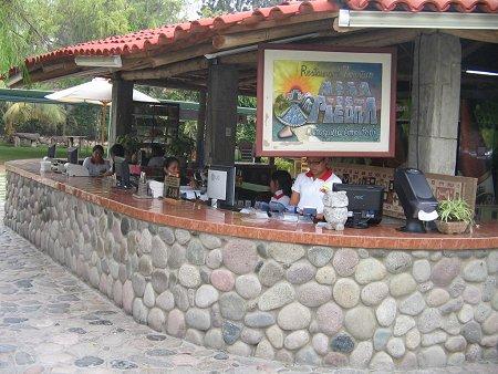 Restaurante - Mesas de piedra ...