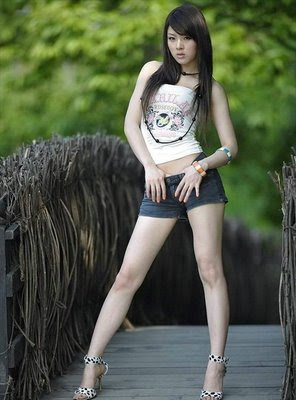 http://2.bp.blogspot.com/_cq8jM_fJ6OQ/SxOp707N60I/AAAAAAAADTA/mhiMR3rcSG0/s400/HwangMiHee153.jpg