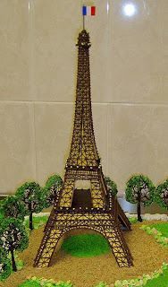 Eiffel I fall in love cake