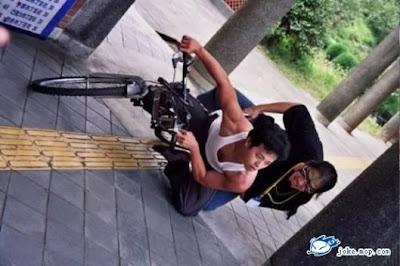 motorbiker taking a lap