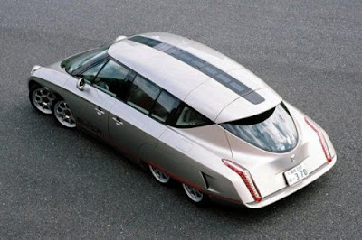 On December 19, 2005, the Prime Minister of Japan Junichiro Koizumi tested this vehicle in a 10-minute ride to the Parliament. In 2006, the car was tested by Shintaro Ishihara, the governor of Tokyo, as well as by the Crown Prince Naruhito.