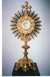 En esta comunidad rendimos HONOR, ADORACION, PODER, GLORIA al Santisimo Sacramento del Altar.