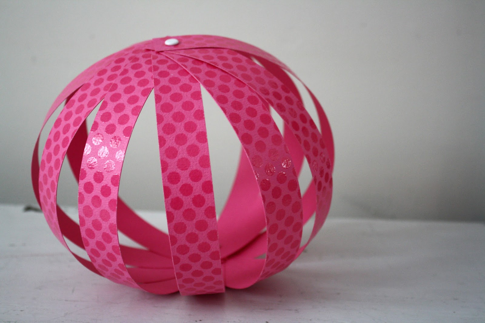 http://2.bp.blogspot.com/_cqiudyMXGww/TUM9wA0rS6I/AAAAAAAACQw/MLhCeDnQoAs/s1600/Party+Paper+Sphere.jpg