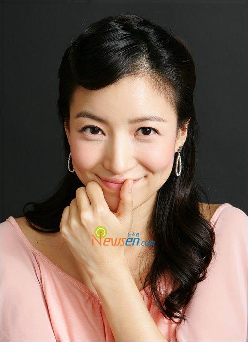[Yoon+Se+Ah+3.jpg]