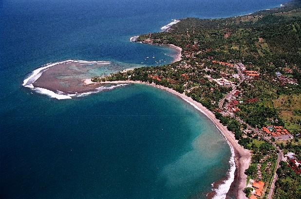 http://2.bp.blogspot.com/_ct3yjUl0rSY/TKda60i_t6I/AAAAAAAAABc/QotRREr-5V8/s1600/senggigi-beach-lombok-island.jpg