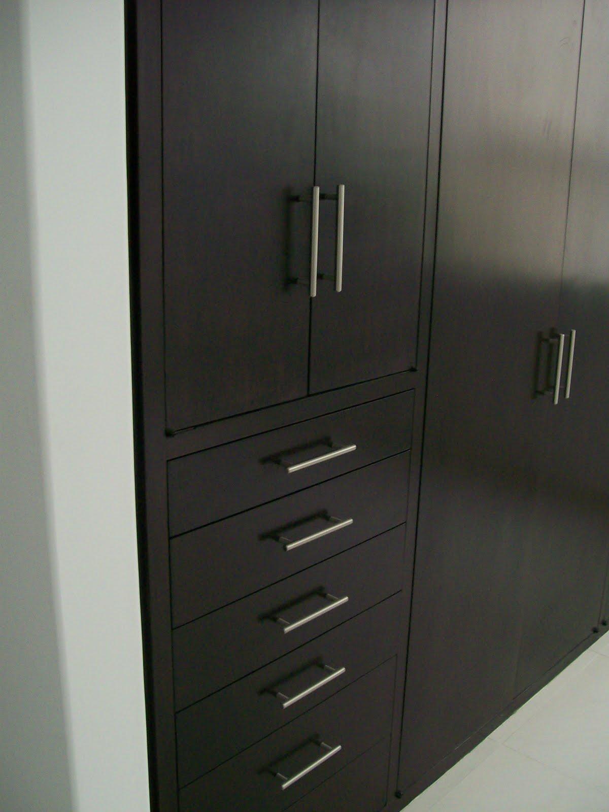 Muebles sobre dise o avl closet vestidor for Disenos de puertas de madera para closets