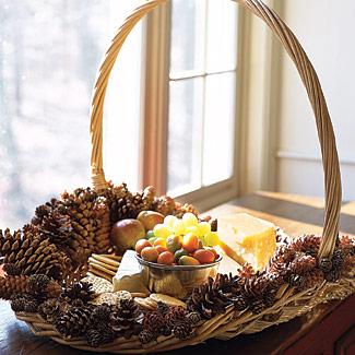 Christmas decor interesting decorations using pinecones for Christmas decorations using pine cones