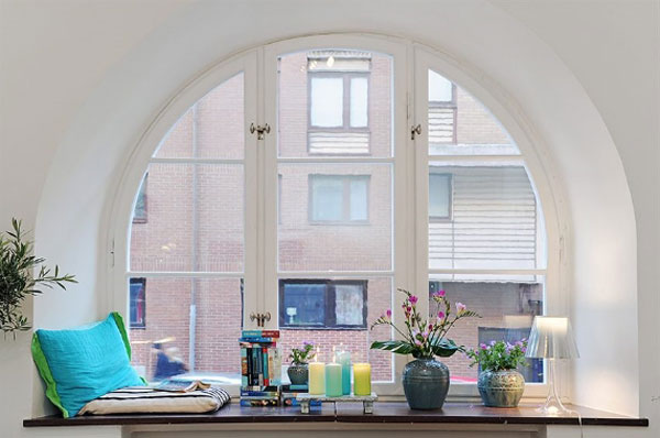 Living room reading corner designsinterior decorating for Corner window design