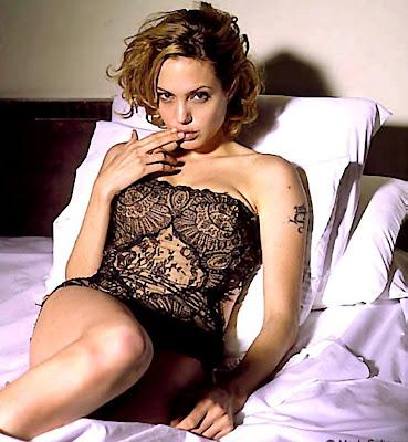 Foto Hot Angelina Jolie  tanpa Bra