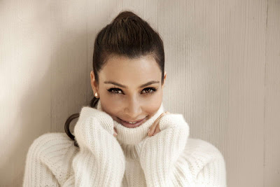 Kim Kardashian in Beautiful Snow White Sweater Fashion Model Photo Shoot Session