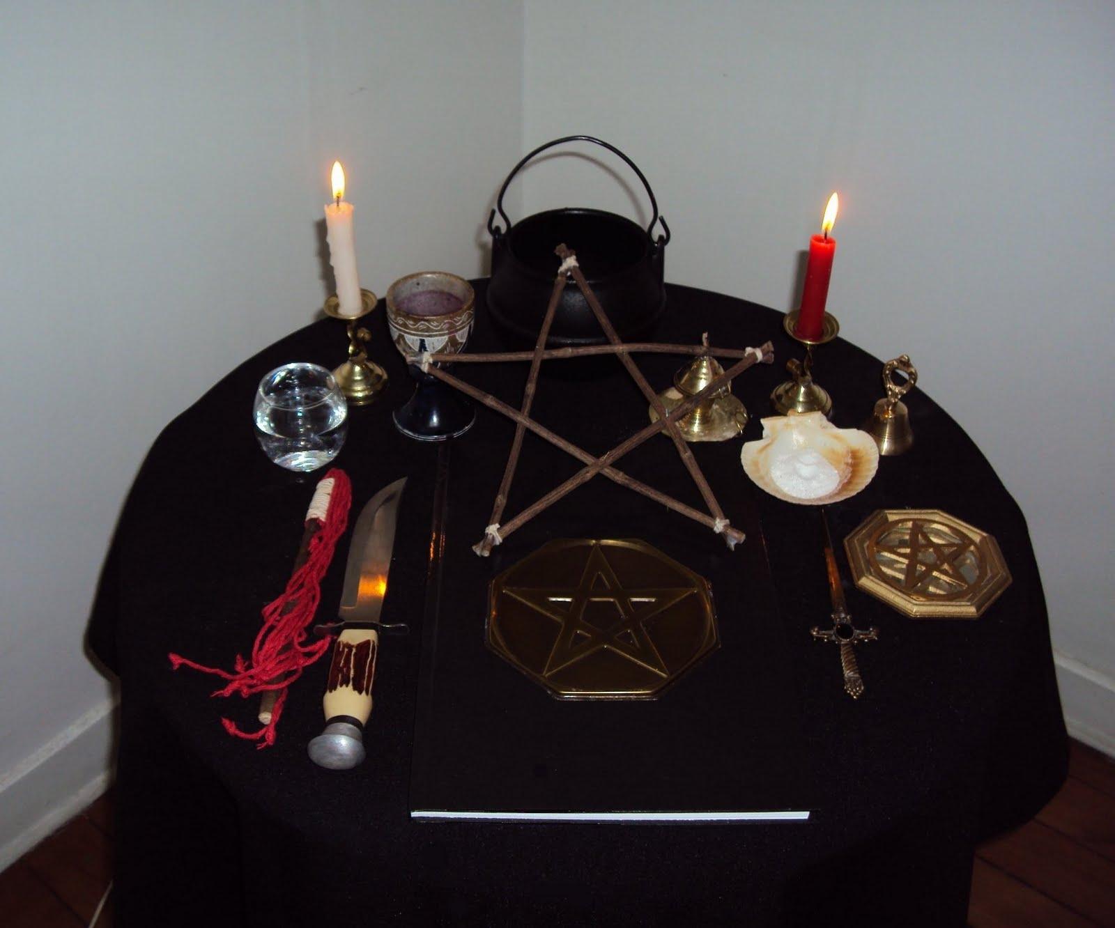 Coisas práticas para começar na Wicca.  Altar4