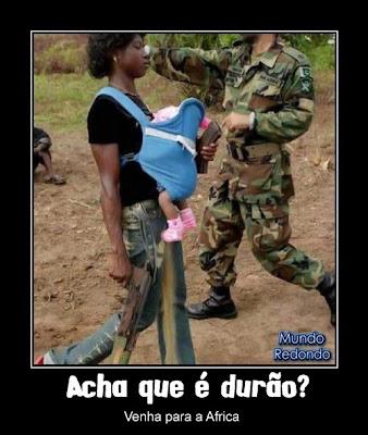 africa criança mãe arma metralhadora