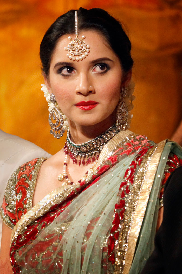 sania mirza photos. Sania Mirza in Beautiful Saree