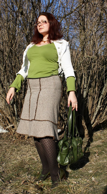 daily outfit, WIWT, snowdrops, green, white, brown