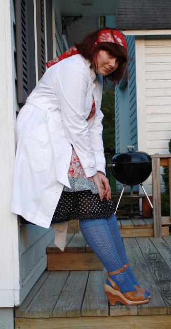 trench and patterned outfit, pattern matching