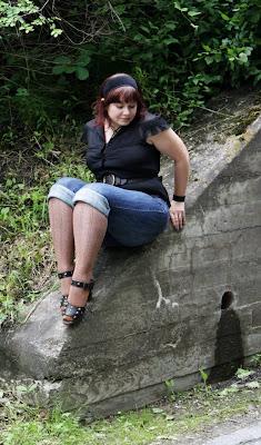 cuffed jeans, blouse, studded sandals, headband