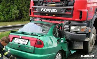 imagen de un accidente de un camion y un coche