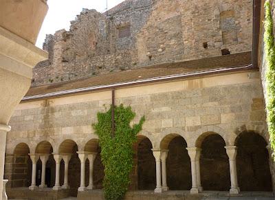 interior monasterio Sant Pere de Rodes