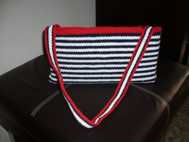 bolso marinero con asa a al muñeca o al hombro opcional