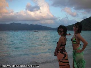 Zoom 1 Malaysia with Awek Bikini