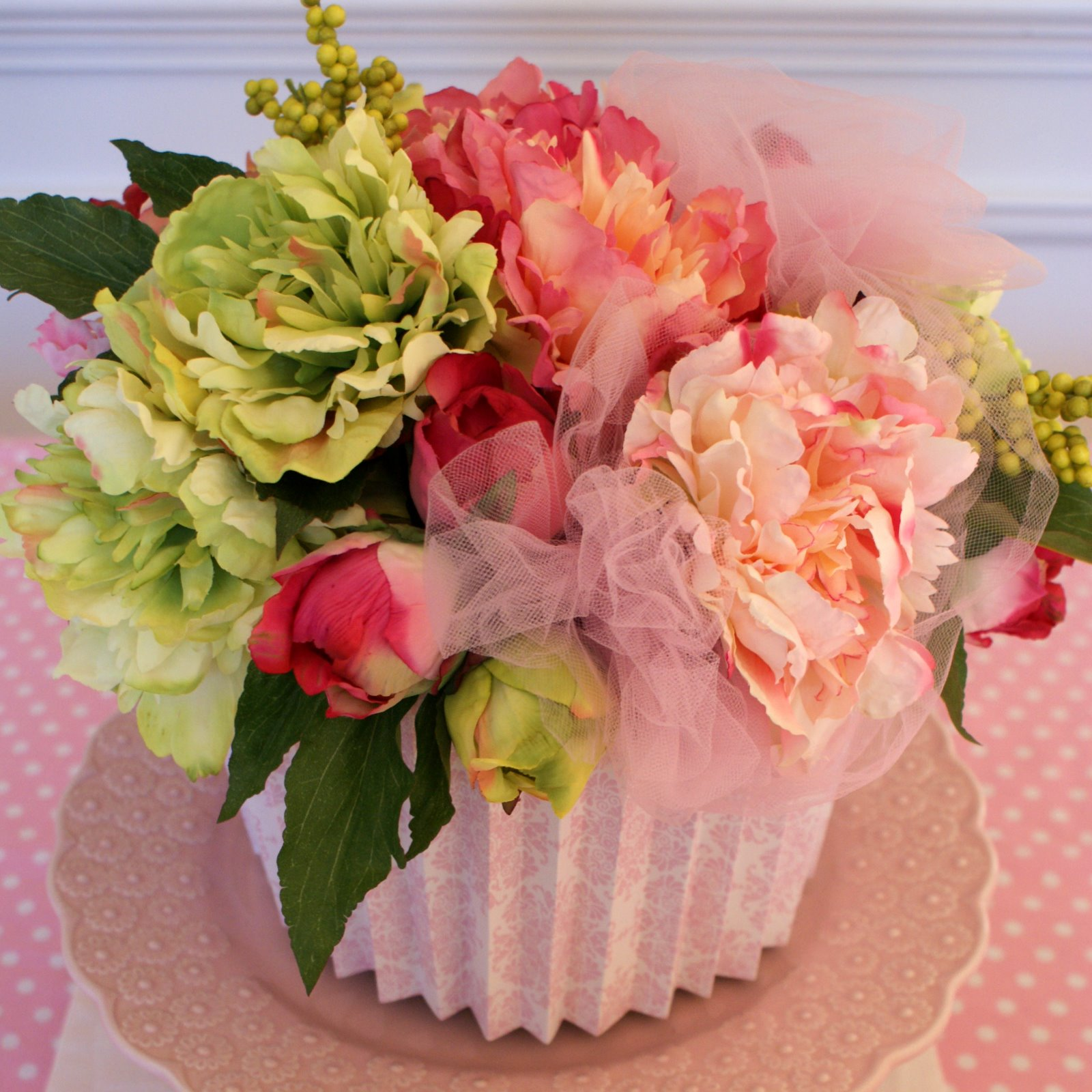 A Little Loveliness: Cupcake Party: Silk Floral Cupcake Tutorial