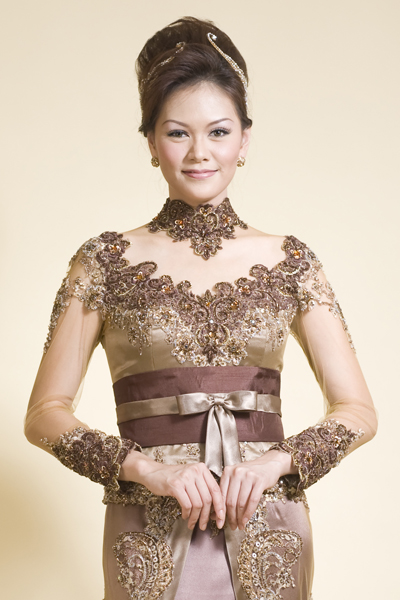 kebaya is graceful and elegant for the modern woman who is active silk