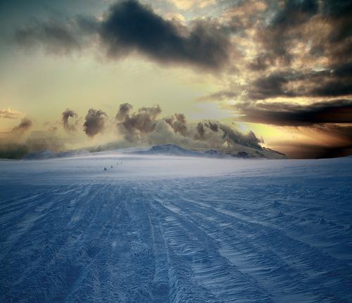 Sverrir Thor : Jeep convoy on the glacier Myrdalsjökull Iceland