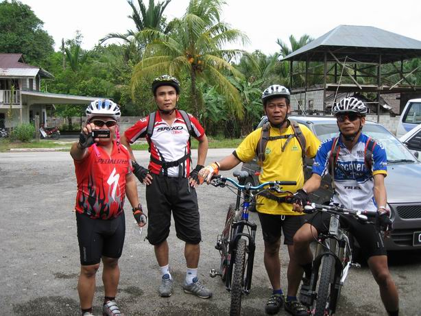 Riding kat Padang Pan, daerah Bau (16.08.2009)