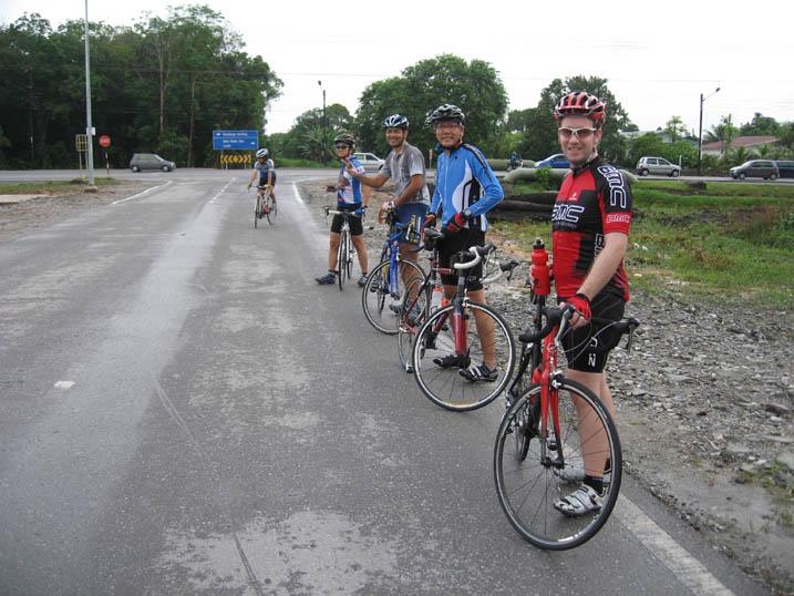 Jelajah Matang, 18.07.2010 Ahad. Kayuhan melibatkan 17 orang roadies.